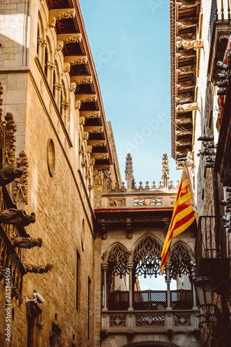 Fototapety, obrazy: Barri Gothic Quarter and Bridge of Sighs in Barcelona, Catalonia, Spain