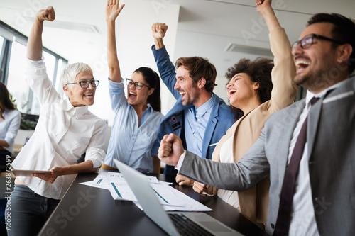 Fotografía  Succesful enterprenours and business people reach goals