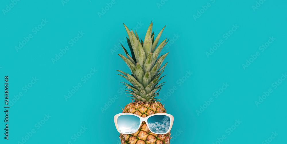 Fototapety, obrazy: Funny pineapple with sunglasses