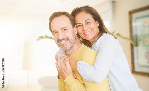 Fotografia  Romantic middle age couple in love at home