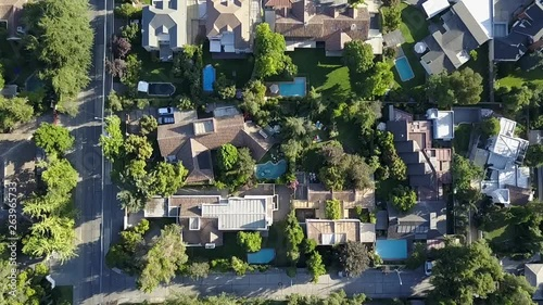 Photo  Amazing aerial footage views of Santiago de Chile city streets, neighborhoods, beautiful lines, squares, swimming pools and amazing villas in eastern Santiago