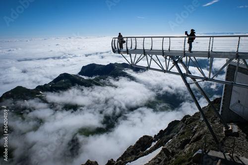 Fotografie, Obraz tourists taking pictures on the ponton dans le ciel of the Pic du Midi observato