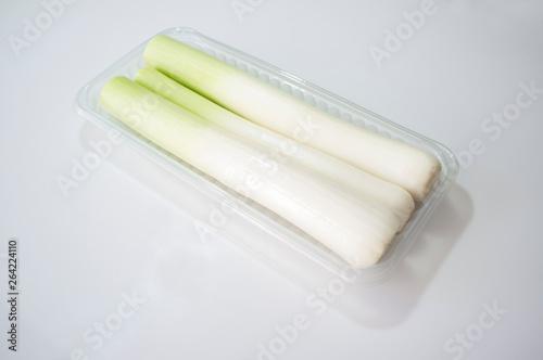 Fotografija  Leeks on plastic tray package