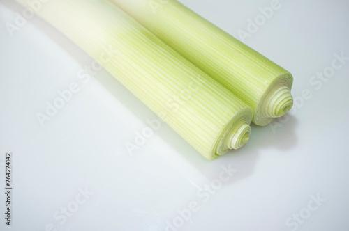 Fotografia, Obraz  Clean leeks over white