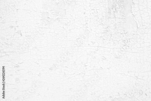 Fotografía  White Peeling Cracked Concrete Wall Texture Background.