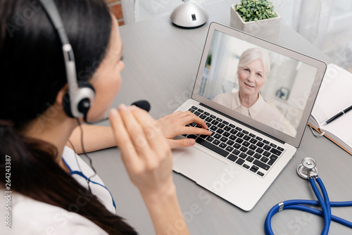 Fotografija Doctor talking with a senior patient