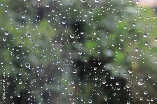 Fotografía Gocce di acqua di pioggia sul vetro, Rain water drops on the glass