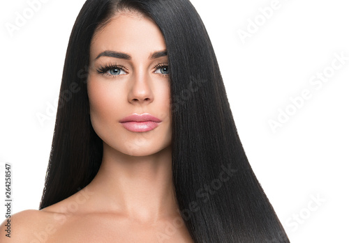 Photo  Beautiful long hair woman with black hairstyle