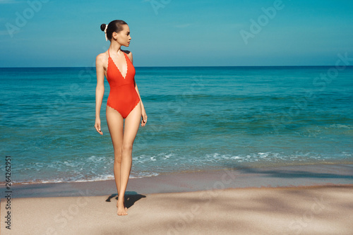 In de dag womenART Beautiful sexy woman in red swimwear on the beach