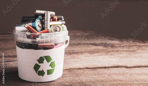 Obraz battery recycle bin - fototapety do salonu
