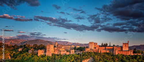 Fotomural  Famous Alhambra in Granada, Spain