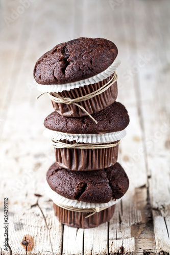 Fotomural Chocolate dark muffins on rustic wooden table.