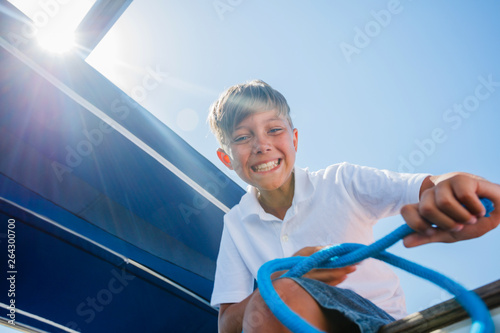 Fotografia Little boy on board of sailing yacht on summer cruise