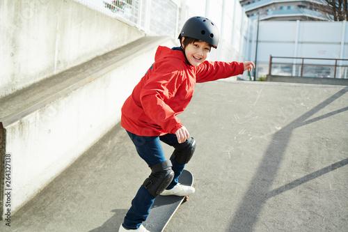 子供 スケートボード スケートパーク