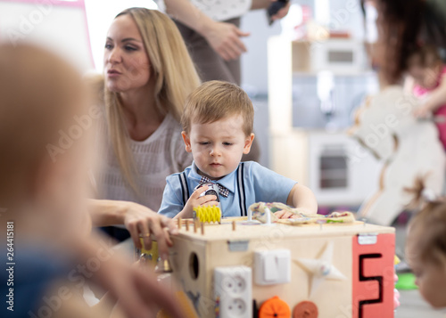 Poster de jardin Kiev Babies playing in daycare centre or nursery