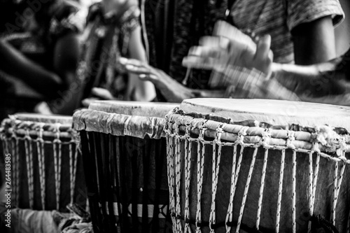 Africans playing timbales and drums Fototapete