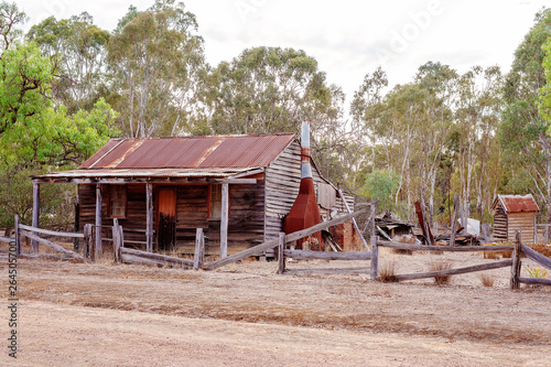 Fotomural Abandoned Australian Homestead In The Bush