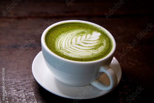 In de dag Thee Matcha green tea latte hot drink