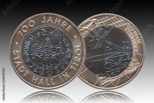 Papel de parede Austria silver niob coin 25 twenty five euros minted 2003 isolated on gradient b