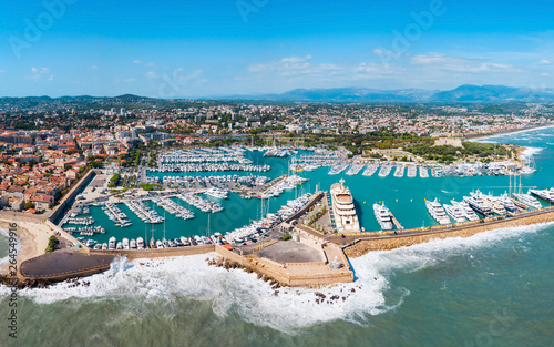 Tuinposter Schip Antibes aerial panoramic view, France