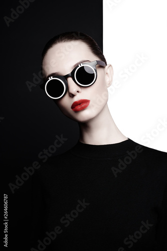 Deurstickers womenART beautiful young woman with black sunglasses