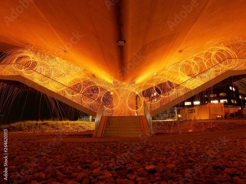 Foto auf AluDibond Weinlese-Plakat Turning steel wool under the bridge