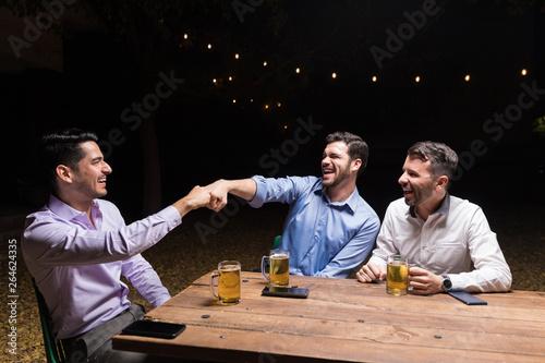 Fotografie, Obraz  Friends Don't Let Friends Have Fun Alone