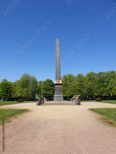 Obelisk auf dem Löwenwall in Braunschweig Fototapeta