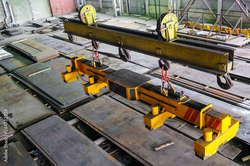 Vászonkép Overhead traveling crane with magnetic grippers traverse for lifting steel sheets