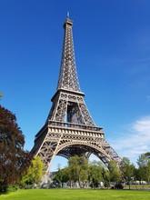 La Tour Eiffel Au Printemps à...