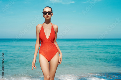 Deurstickers womenART Sexy woman in beautiful sunglasses and red swimwear on the beach