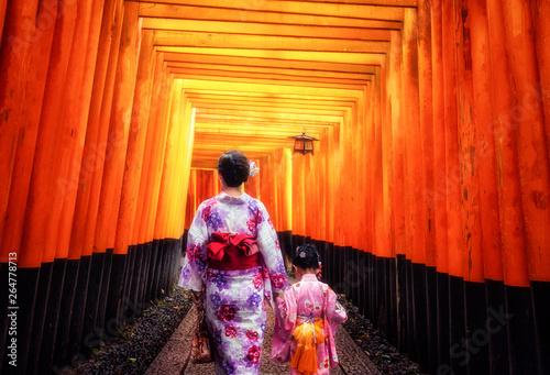Foto auf AluDibond Rot Kyoto, Japan Culture Travel - Asian traveler wearing traditional Japanese kimono walking in Fushimi Inari Shrine in the old town of Kyoto, Japan.