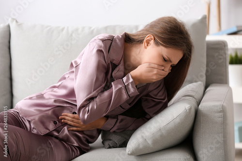 Fotografia  Pregnant woman suffering from toxicosis at home