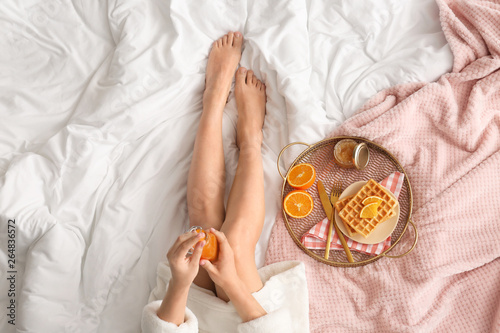 Fototapeta Woman having tasty breakfast in bed obraz