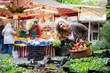 Leinwandbild Motiv Freudig lachende Frau kauft auf dem Markt ein