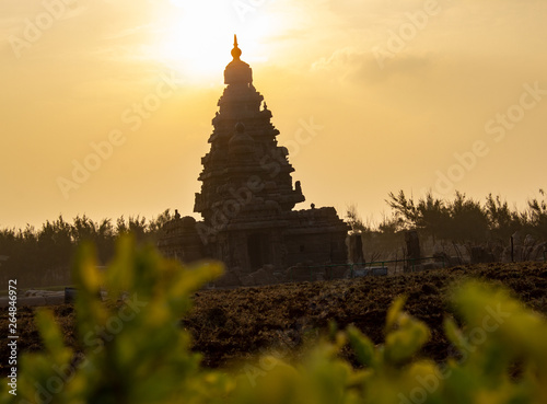 Vászonkép Sunrise at the Shore temple in Mahabalipuram, Chennai, India || UNESCO World heritage site || The Shore Temple, Mahabalipuram and this sunrise - 1300 years of friendship