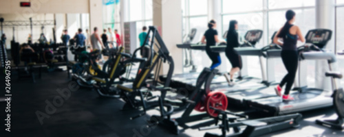 Poster Fitness Blurred photo of a gym with people on treadmills