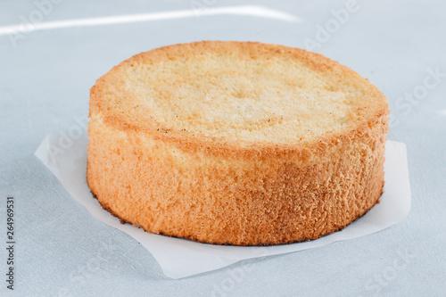 Photo Sponge cake of chocolate on the table