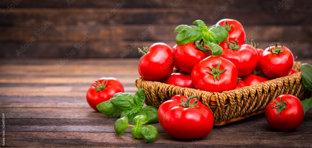 Fototapety, obrazy: Fresh ripe tomatoes and basil in the basket