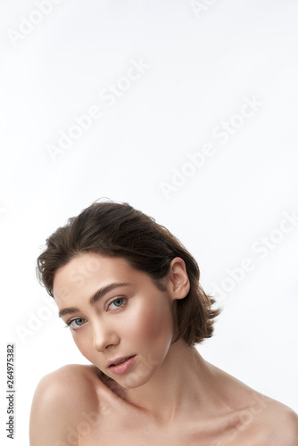 Papiers peints Individuel Young sensual pretty brunette female on white