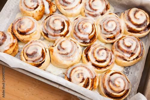 Fotografie, Obraz Cinnabons cinnamon rolls in baking dish