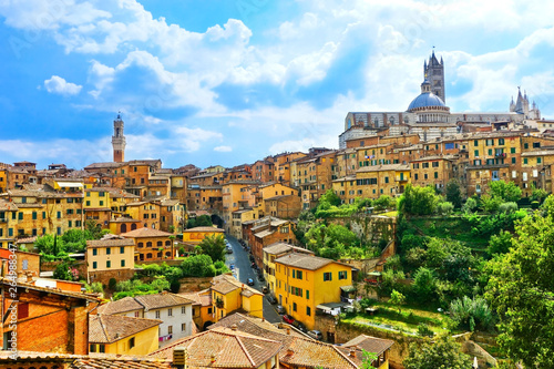 Foto auf Leinwand Toskana View of the historic cityscape of Siena in Tuscany, Italy.