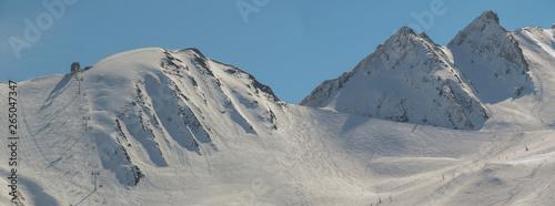 Occitanie - Hautes-Pyrénées - Peyragudes - Panorama sur les montagnes enneigées Fototapet
