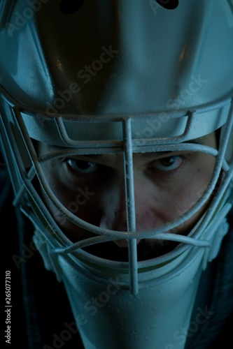 Fotografía Detail of a male face in a white goalie hockey mask