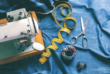 Nähen Von Indigo-Jeans ,industrielles Konzept Des Mode Industrie