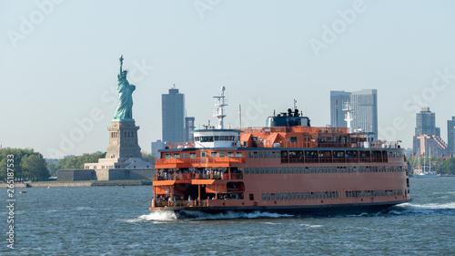 Fotografía  ferry downtown New York City Statue of Liberty