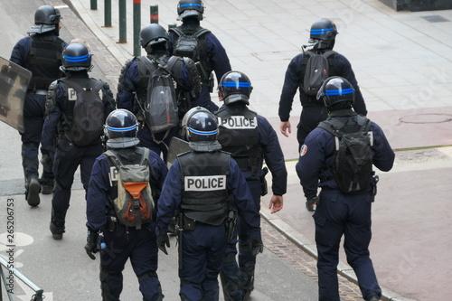 Pinturas sobre lienzo  policiers
