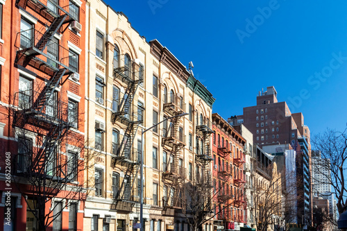 Photo Stands New York Block of colorful old buildings with clear blue sky background in the Upper East Side of Manhattan in New York City