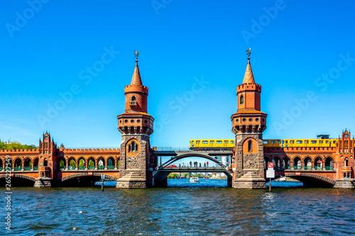 Spoed Fotobehang Berlijn Oberbaumbrücke, Berlin Kreuzberg, Deutschland
