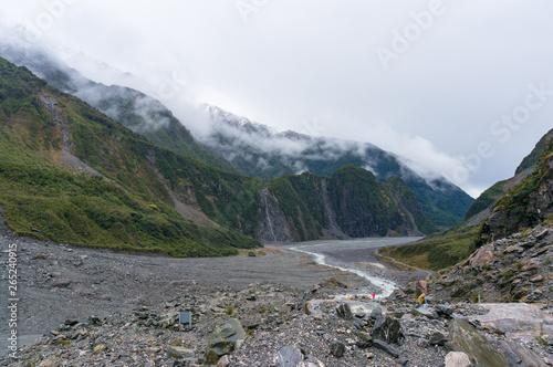 Foto  Fox Glacier valley landscape with low clouds